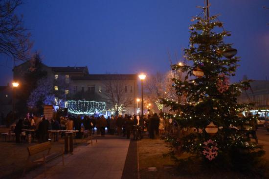 Városi karácsony és harmadik adventi gyertyagyújtás