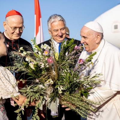 Monoron készítették az 52. Nemzetközi Eukarisztikus Kongresszus zárómiséjére érkező Ferenc pápa csokrait