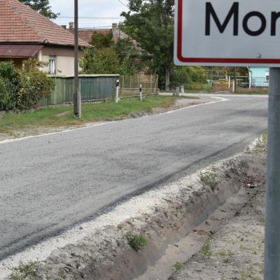 Újszerű technológiával készült el a járófelület két utcában is