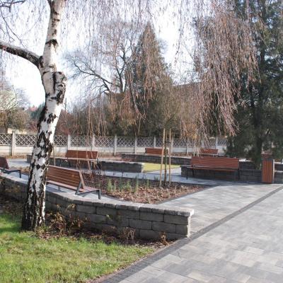 Megújult az egészségház előtti park