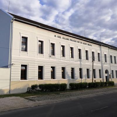 Befejeződött az Ady Úti Általános Iskola és a József Attila Gimnázium Petőfi utcai épületének felújítása