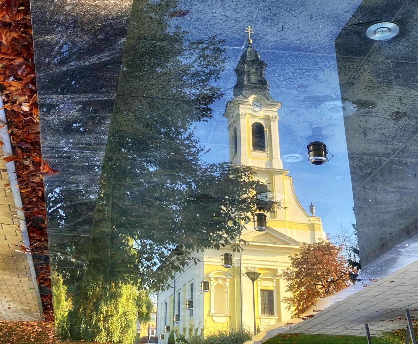 A hónap képe: A szökőkút víztükrében - Készítette: Opovszki Lívia