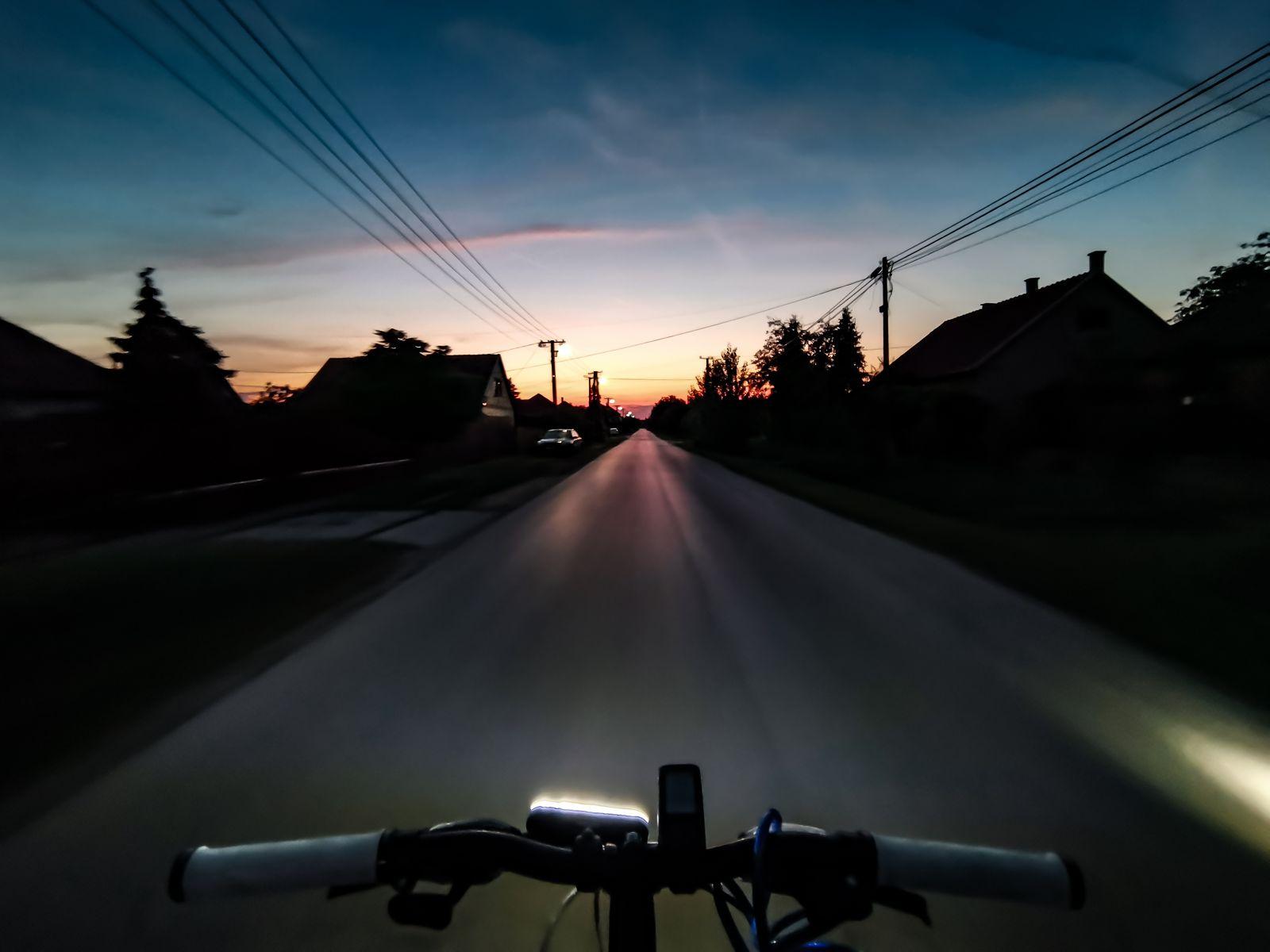A hónap képe: Kerékpározás a naplementébe - Készítette: Rakusz Balázs