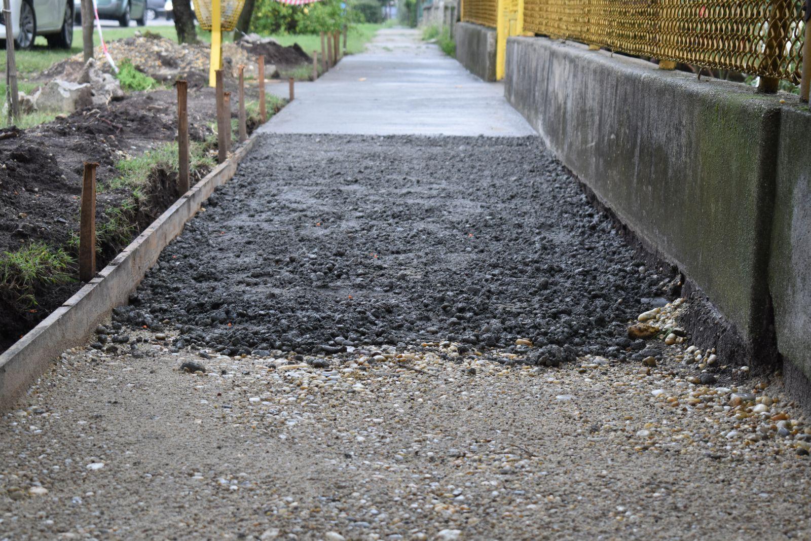 Megkezdődött az idei évre tervezett járdaszakaszok építése
