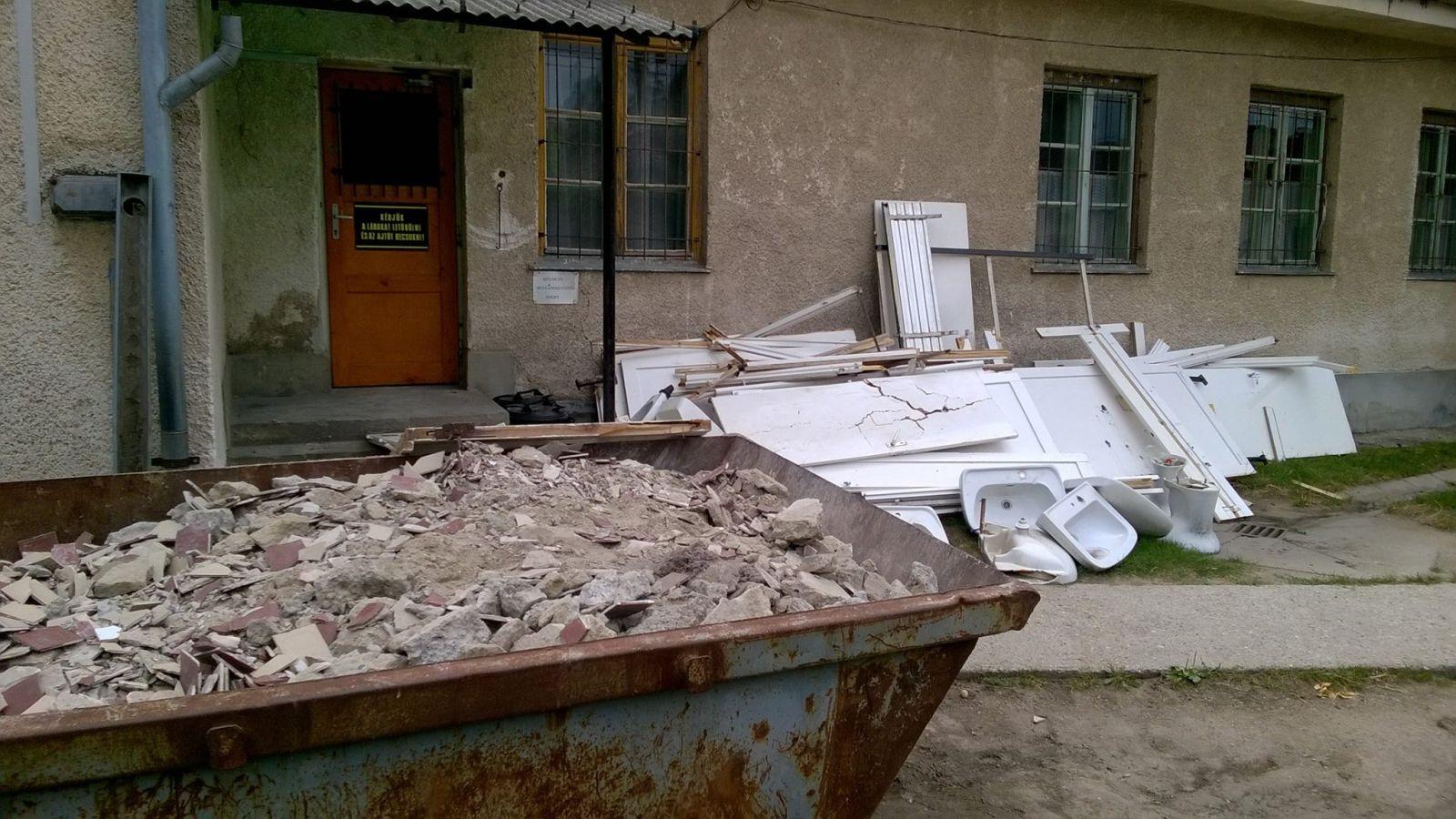 A tanítási szünet kezdete után a városi intézmények felújítási munkái is megkezdődtek