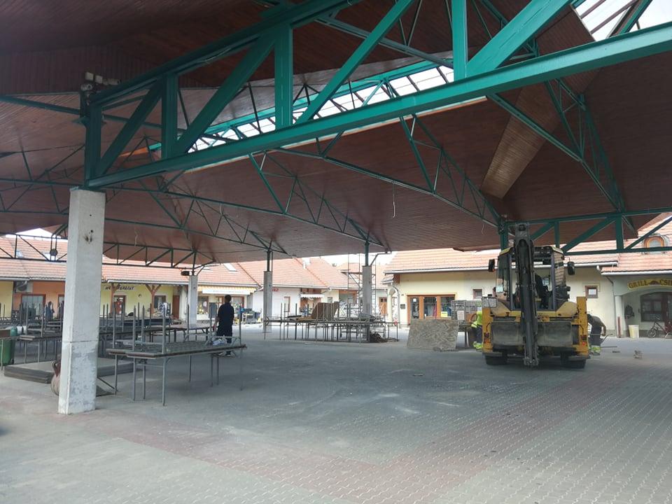 Parkolók épülnek a piac közelében