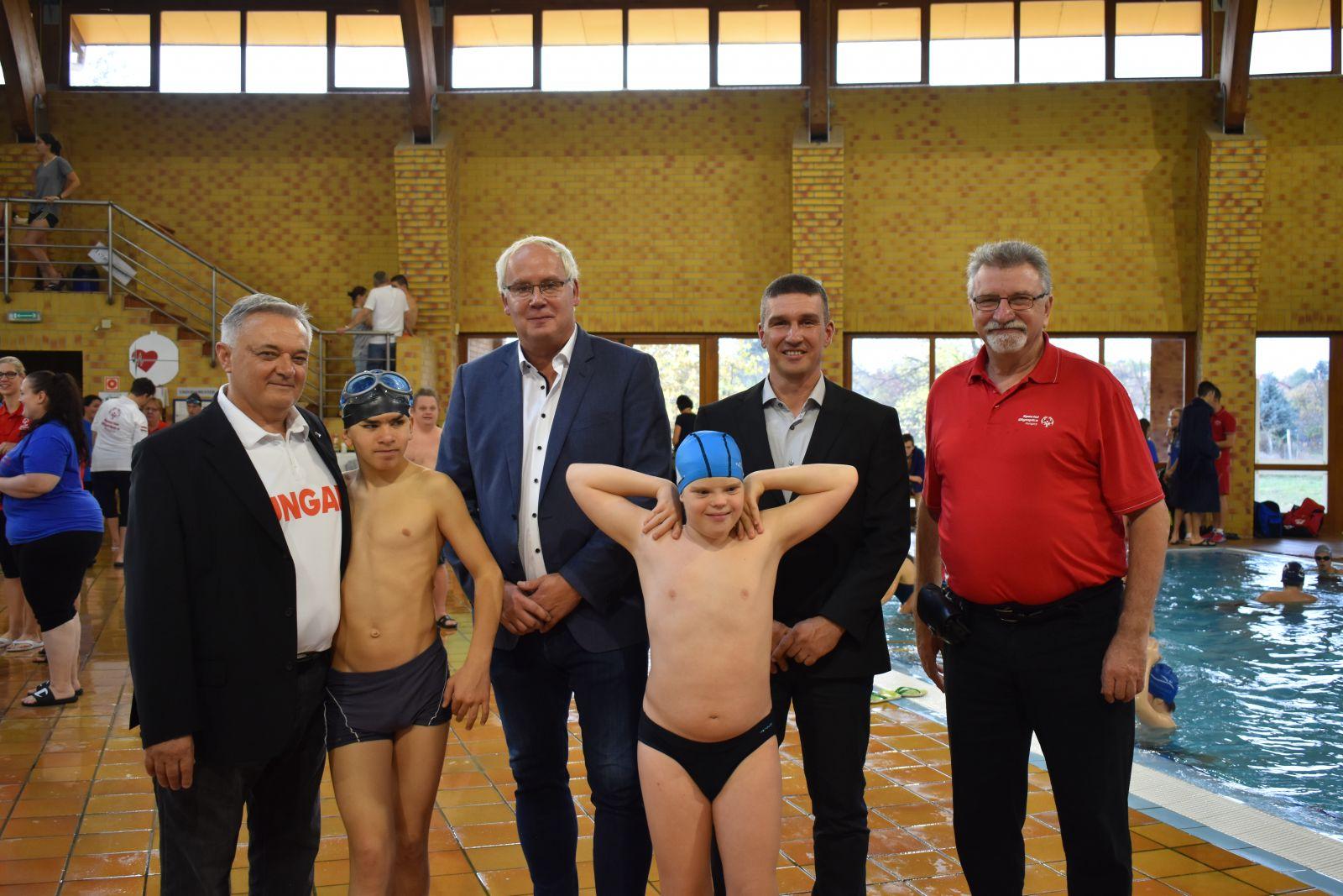 Monoron járt a Magyar Úszó Szövetség elnöke