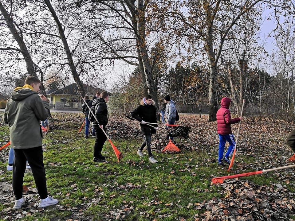 Aktívan tesznek a városért a helyi középiskolások