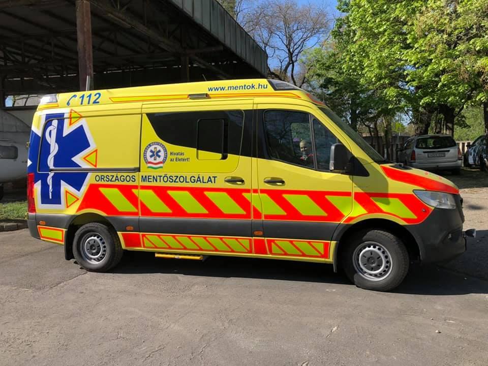 Új esetkocsi segíti a monori mentők munkáját