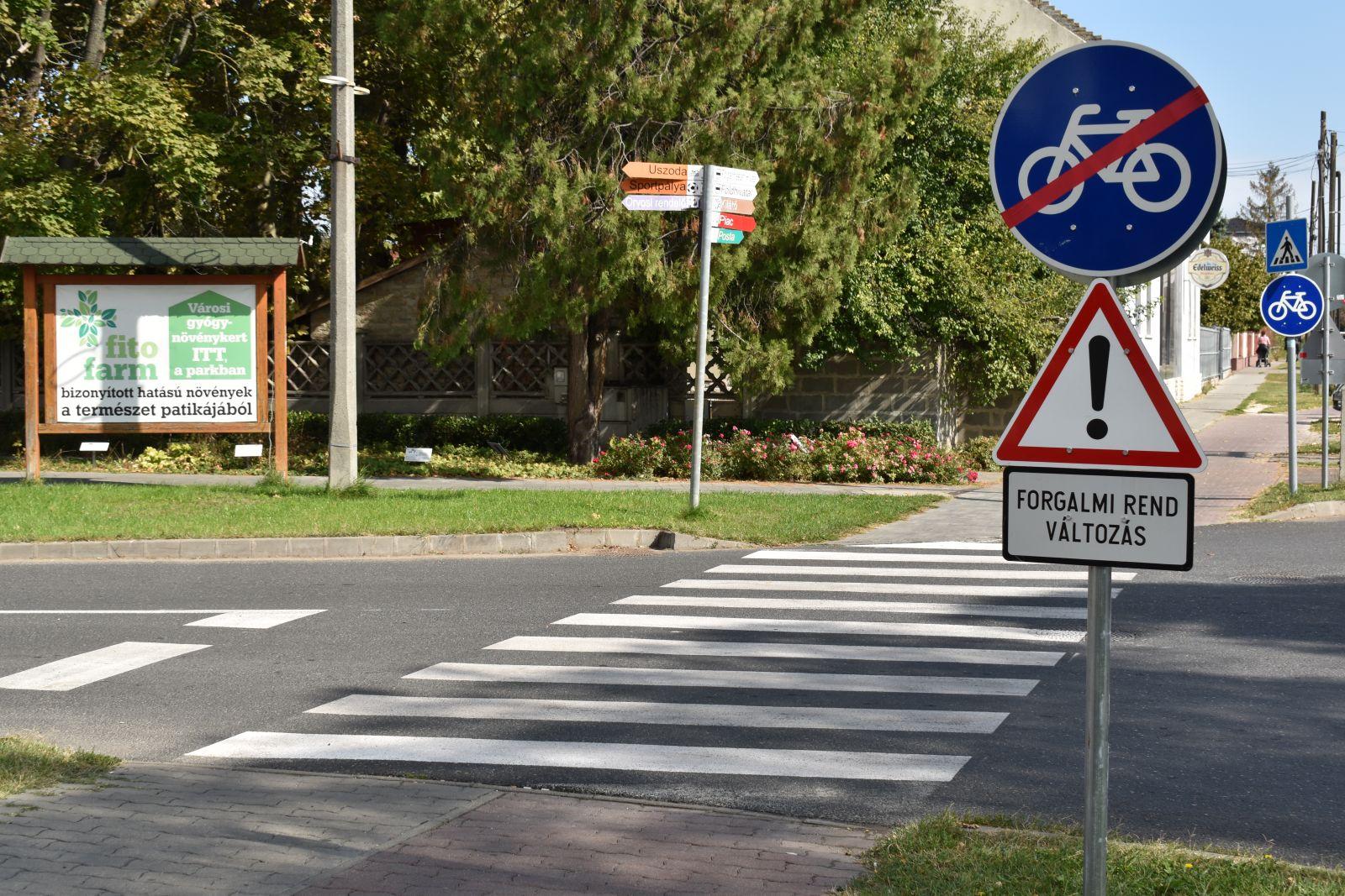 Forgalmi rend változás a kerékpárút egy veszélyes szakaszán