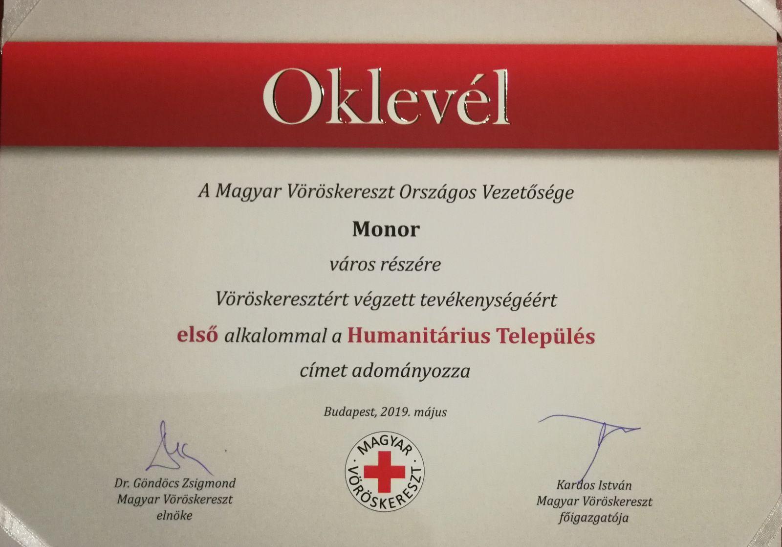 Humanitárius Település díjat adományozott a Vöröskereszt városunk részére
