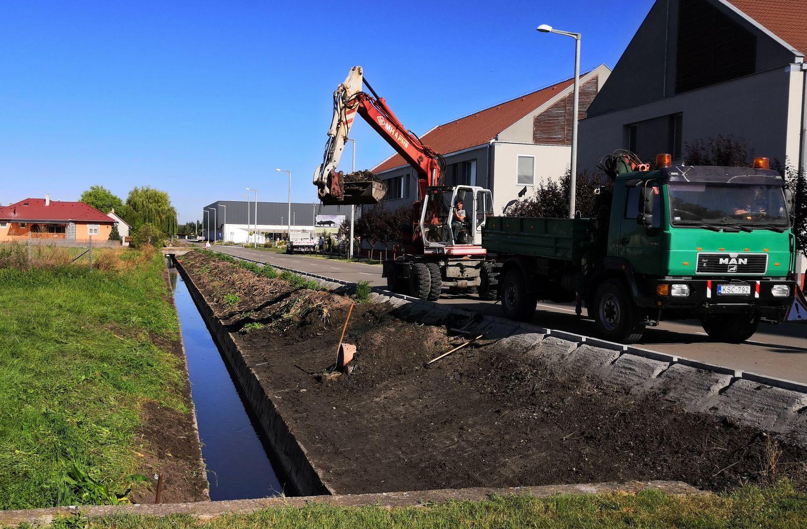 Őszre kitisztították az egyik fő csapadékvíz elvezető csatornát