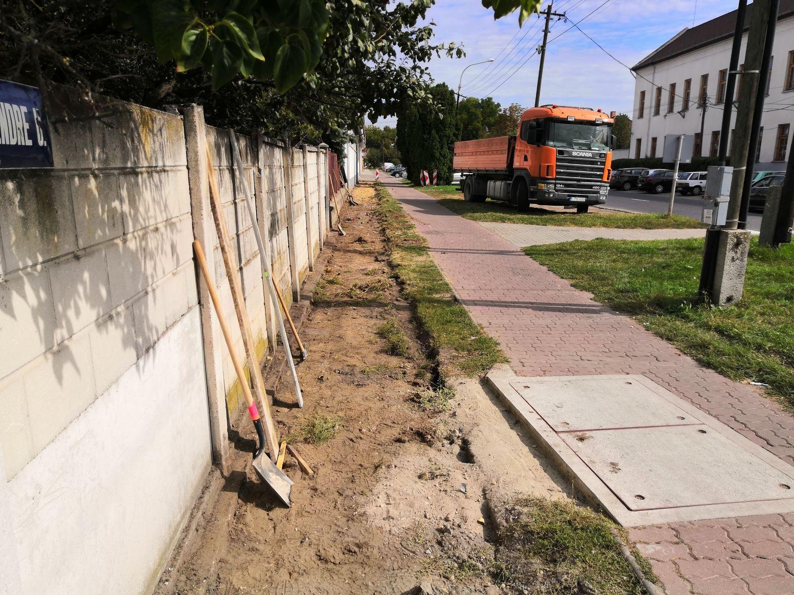 Folytatódik a járdák építése