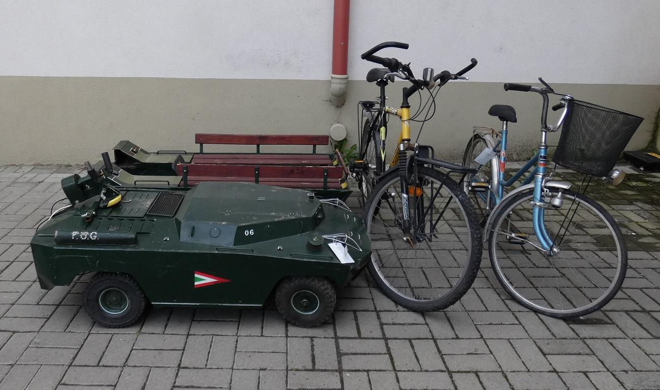 Egy nap alatt kutatták fel a monori rendőrök a betörőt és meglett az egyedi harcjármű modell is
