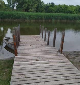 Megújulnak a stégek a Kis-tó körül