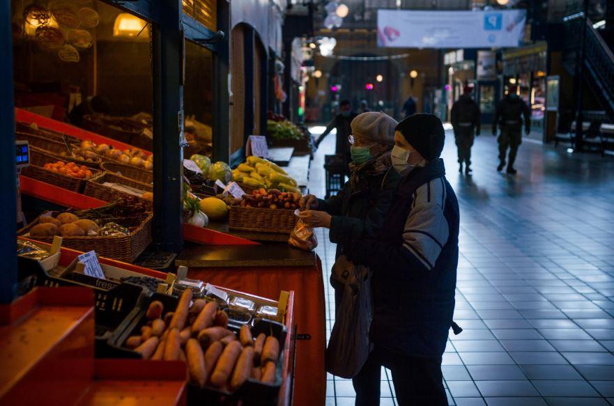 Újra védett idősáv segíti az idősek vásárlását
