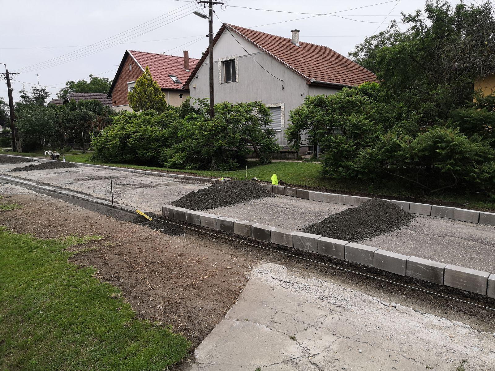 Újabb utak újulnak meg a temetők közelében