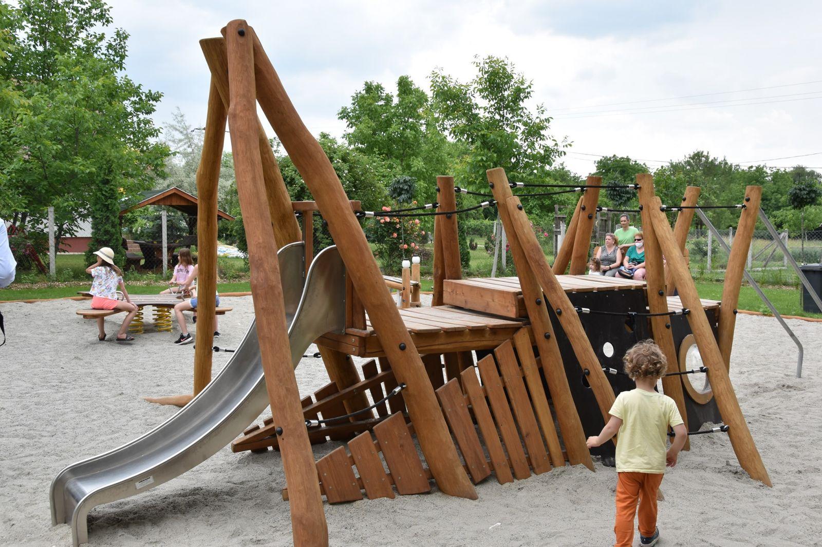 Élménypark és játszótér épült a Szent Orbán téren
