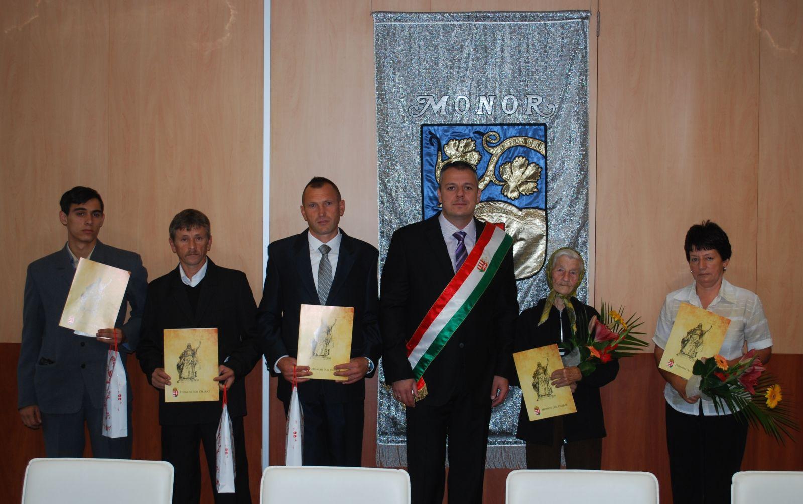Magyar felmenőkkel rendelkező lakosok tettek állampolgársági esküt Monoron