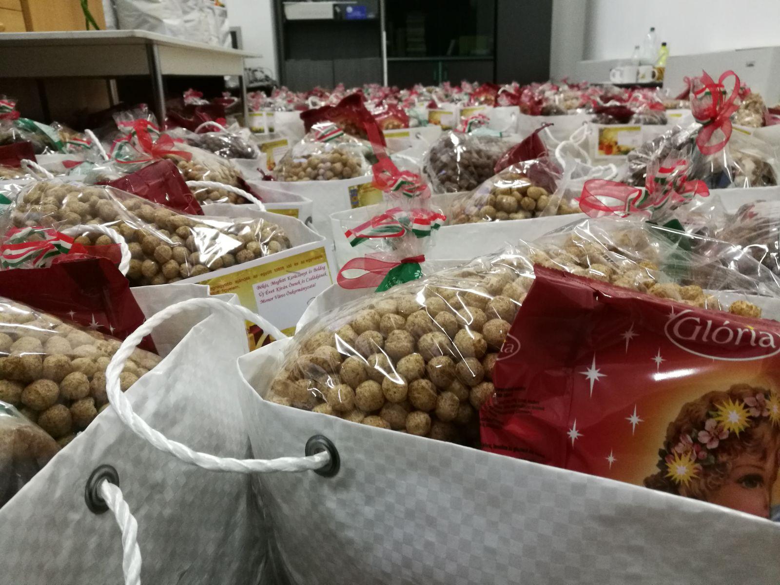 Karácsonyra tartós élelmiszer csomagot biztosít az önkormányzat