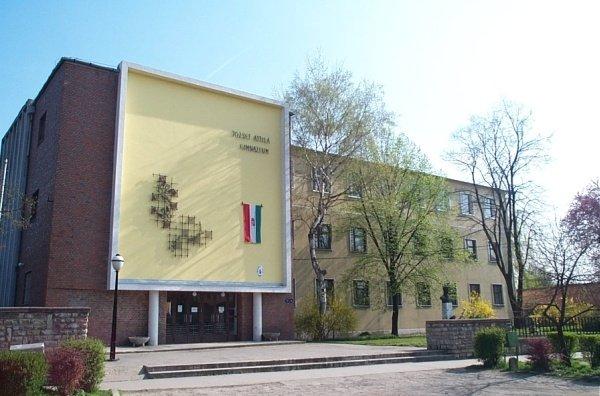 Két millió forinttal járul hozzá a város a József Attila Gimnázium tornacsarnokának felújításához