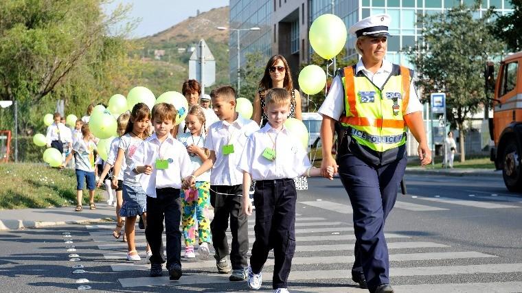 Az iskolakezdés veszélyeire figyelmeztetnek a rendőrök