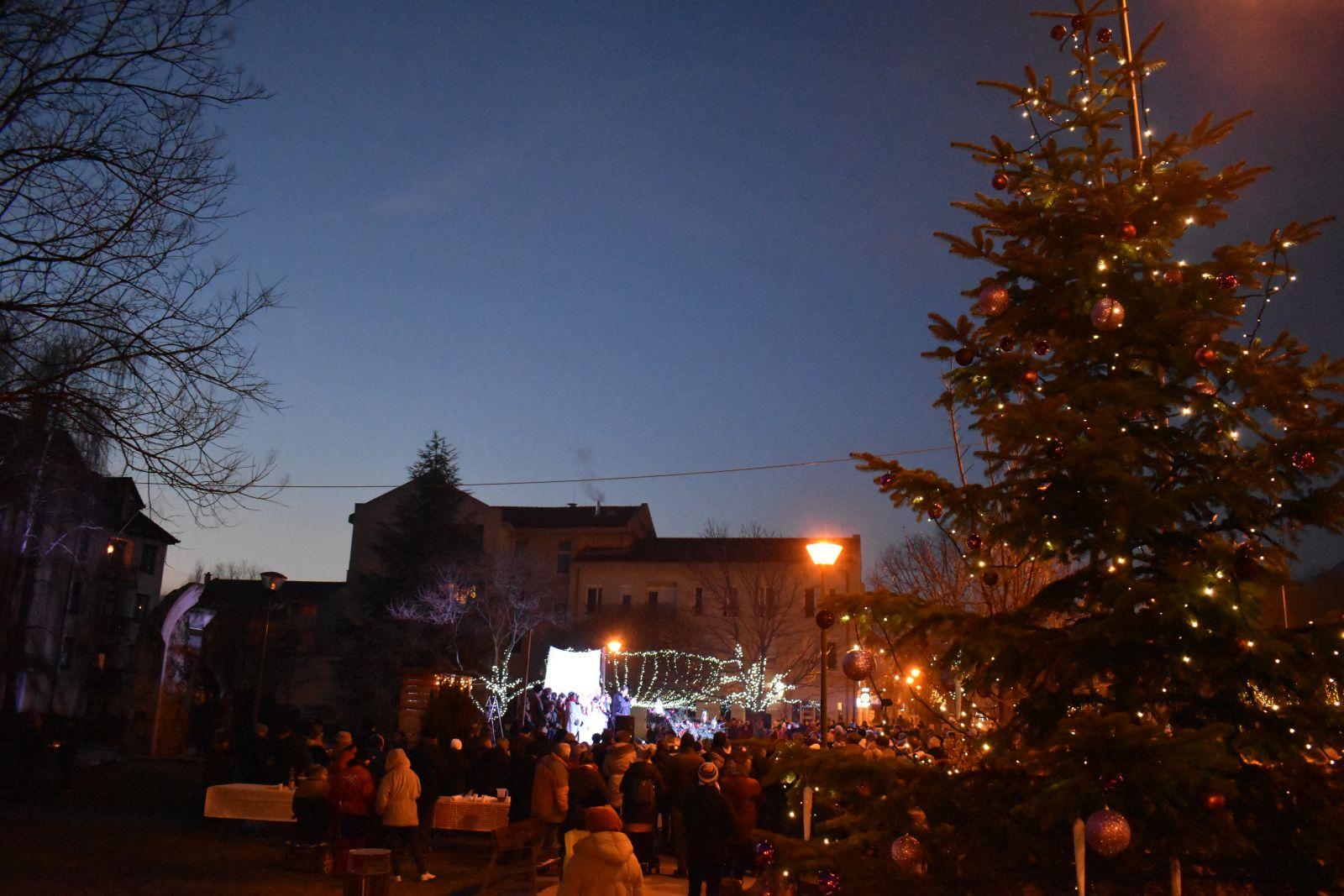 Karácsonyi alkalmak az egyházak szervezésében