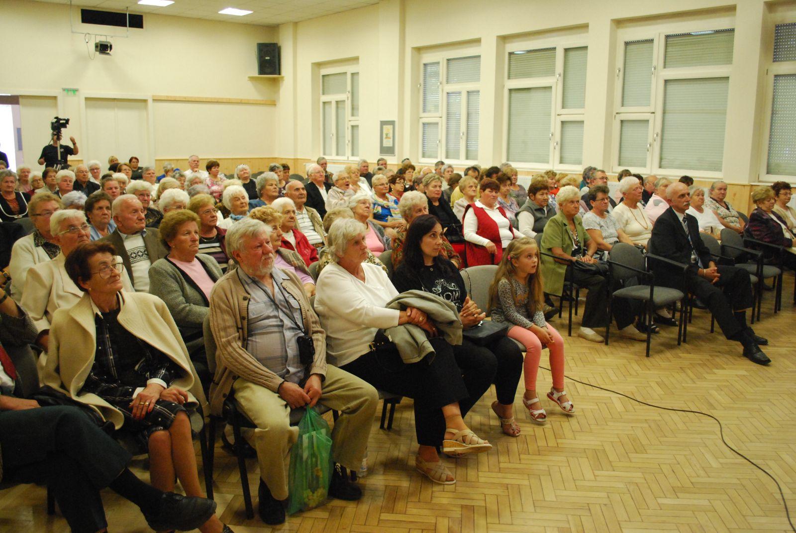 Monoron is köszöntötte az önkormányzat a nyugdíjasokat az idősek világnapja alkalmából