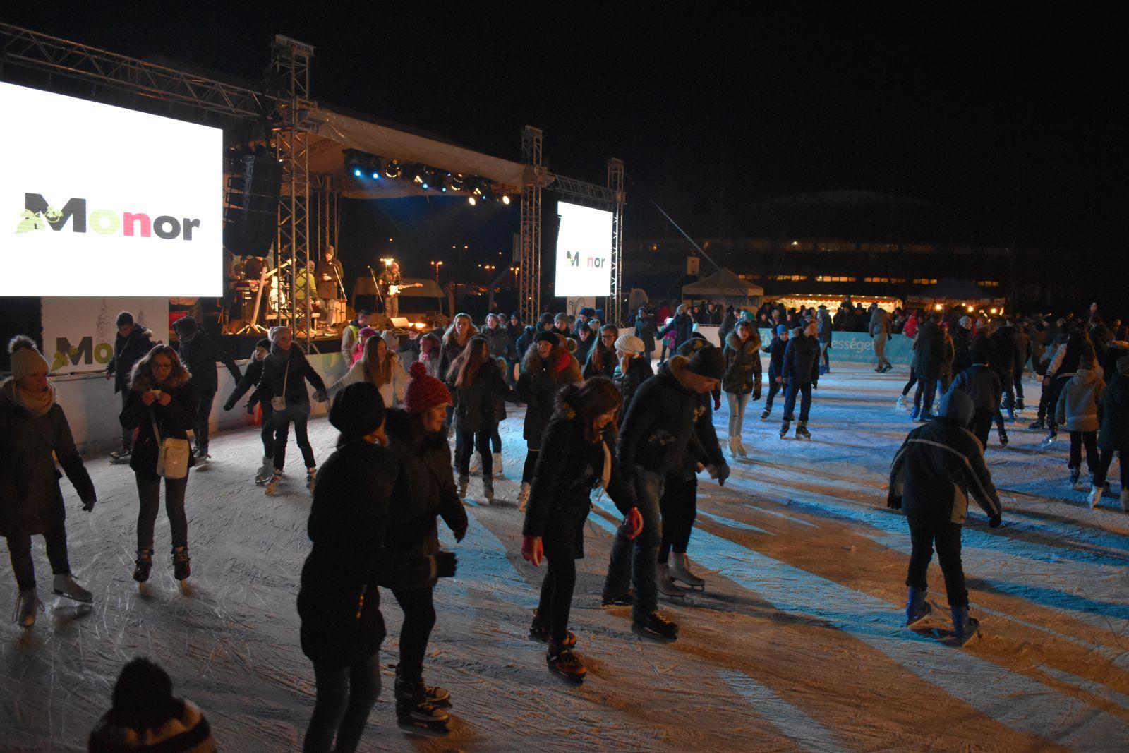 UPC-Monor Jégfesztivál nyitotta meg a korcsolyaszezont