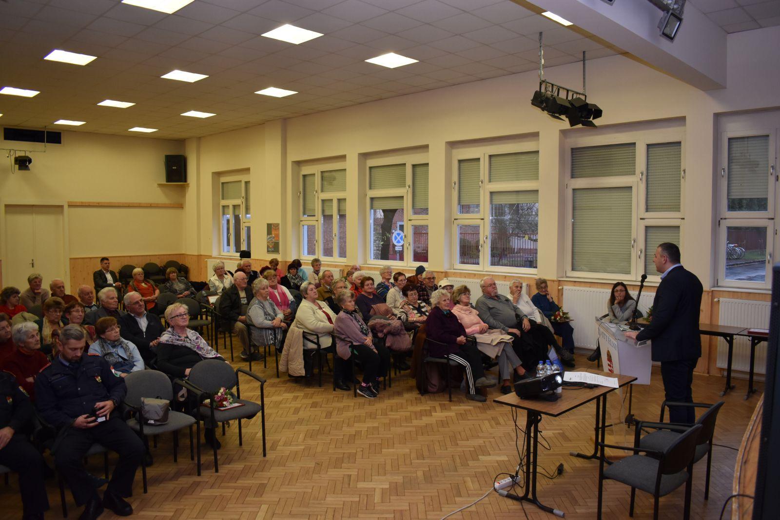 Nyugdíjasokat érdeklő témák fórumát szervezte az önkormányzat