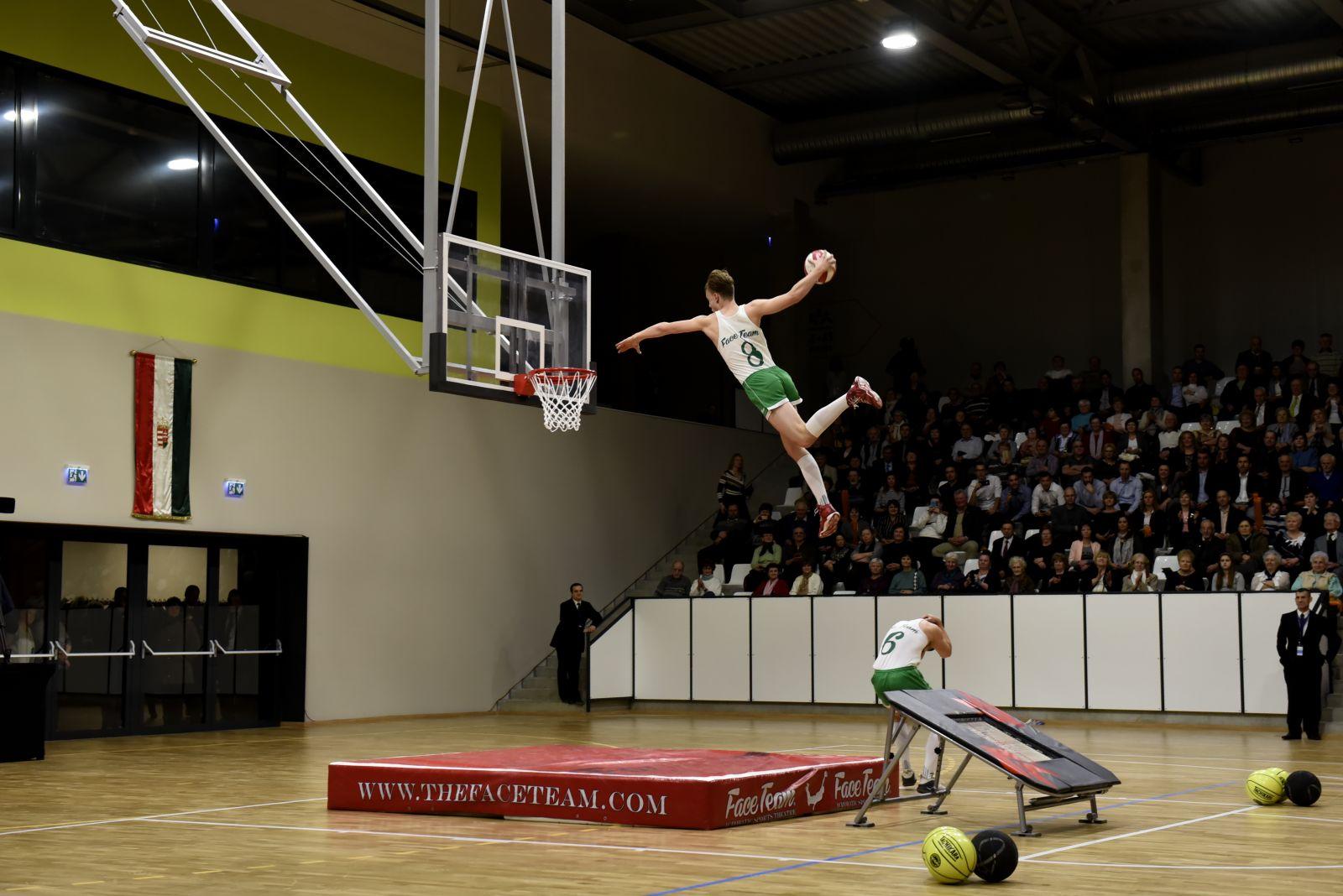 Sportcsarnokot avattak Monoron - számolt be róla a Magyar Távirati Iroda is