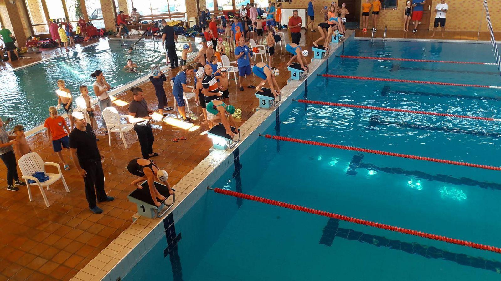 25 érem az úszó csapatbajnokságon